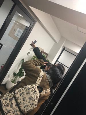 本社の入り口で写真撮ってたー♡かわいい♡